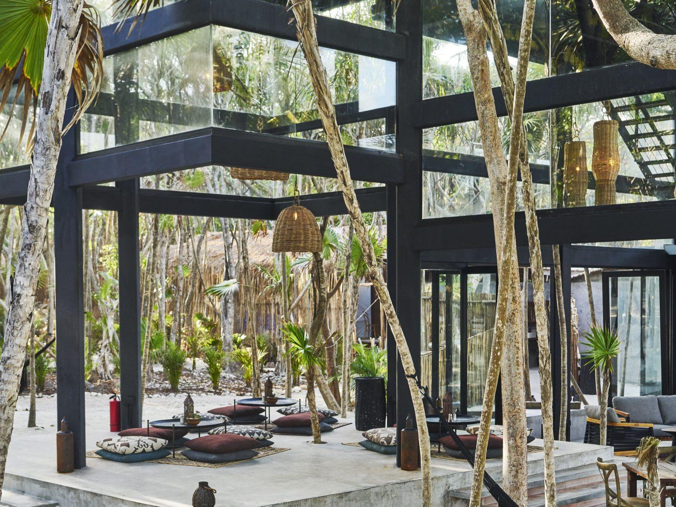 overview of outdoor/indoor lobby