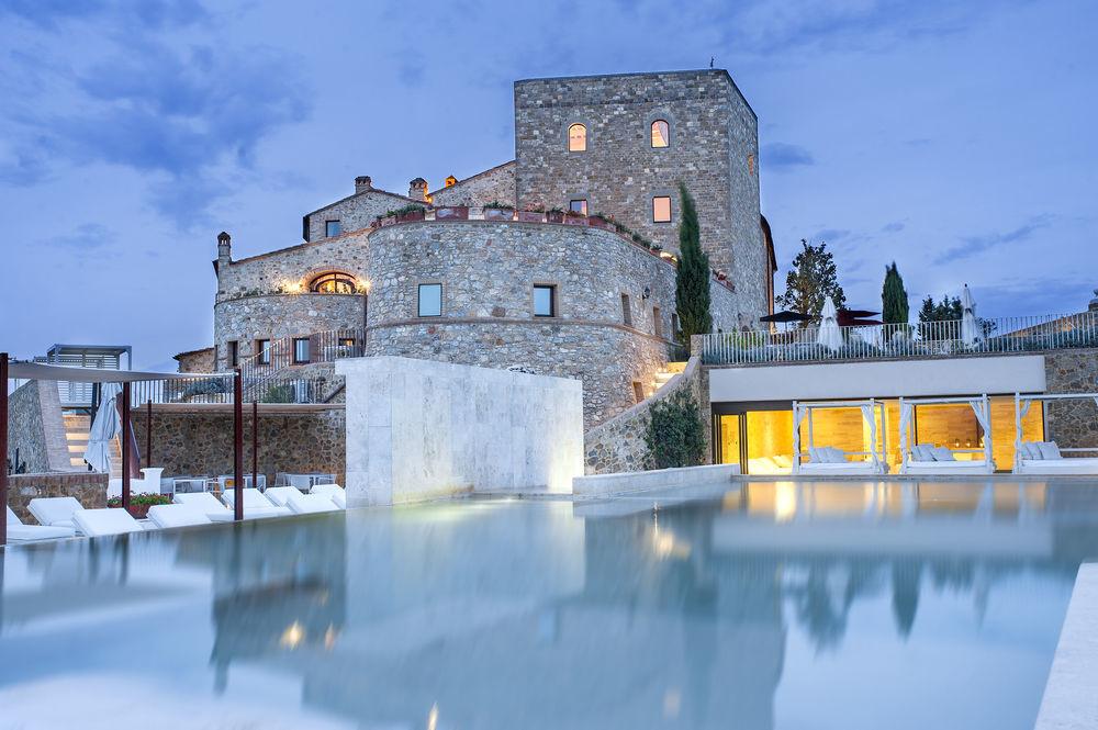Pool view of Castello di Velona