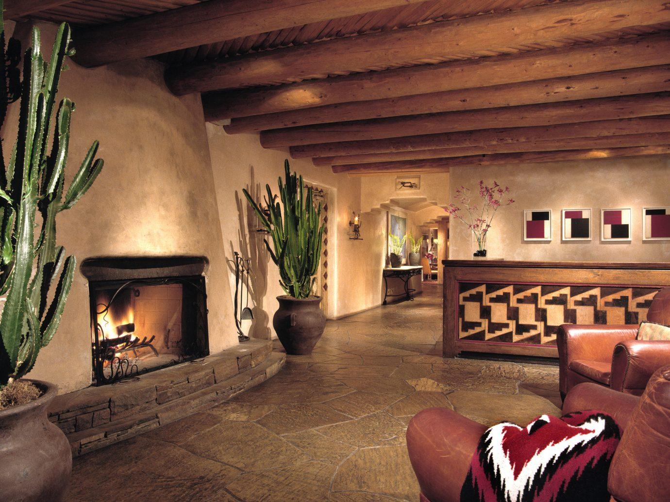 Lobby of Rosewood Inn of the Anasazi