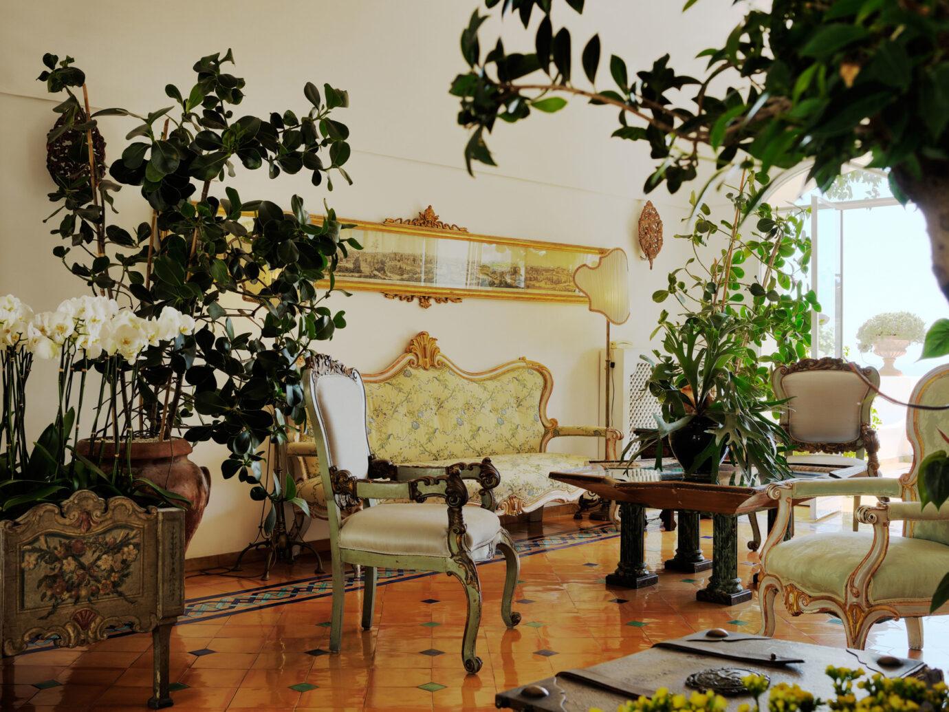 Living room at Le Sirenuse