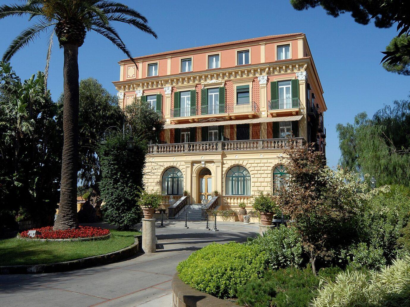 Exterior of Grand Hotel Excelsior Vittoria