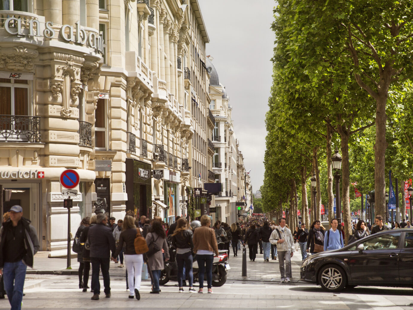 Avenue des Champs-Elysees,, camera locked down.