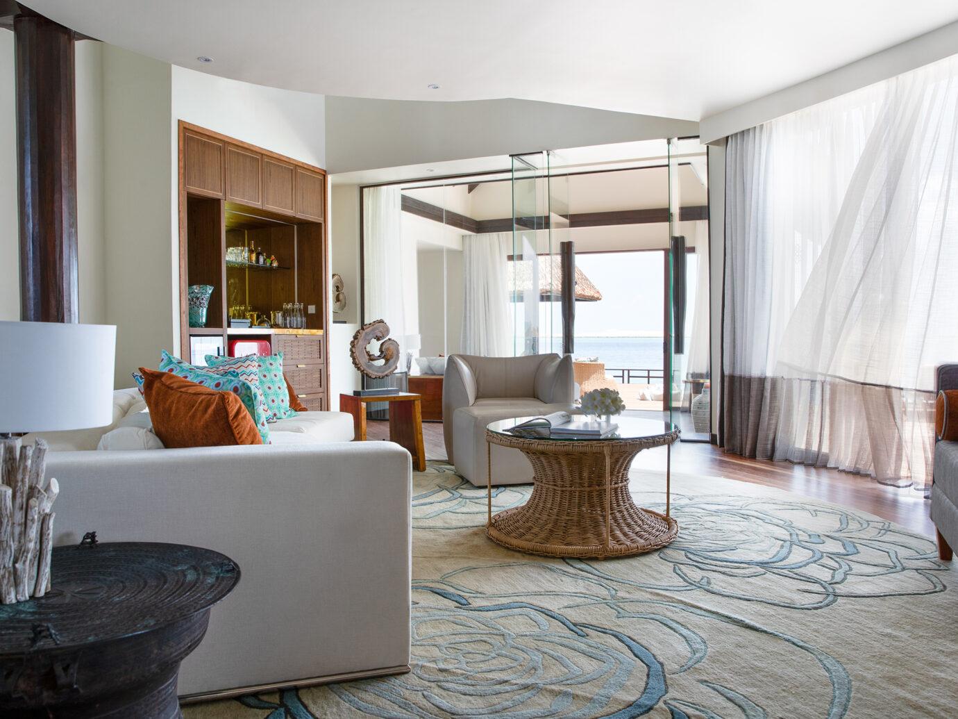 Jumeirah Vittaveli - Private Ocean Retreat with Slide - living room