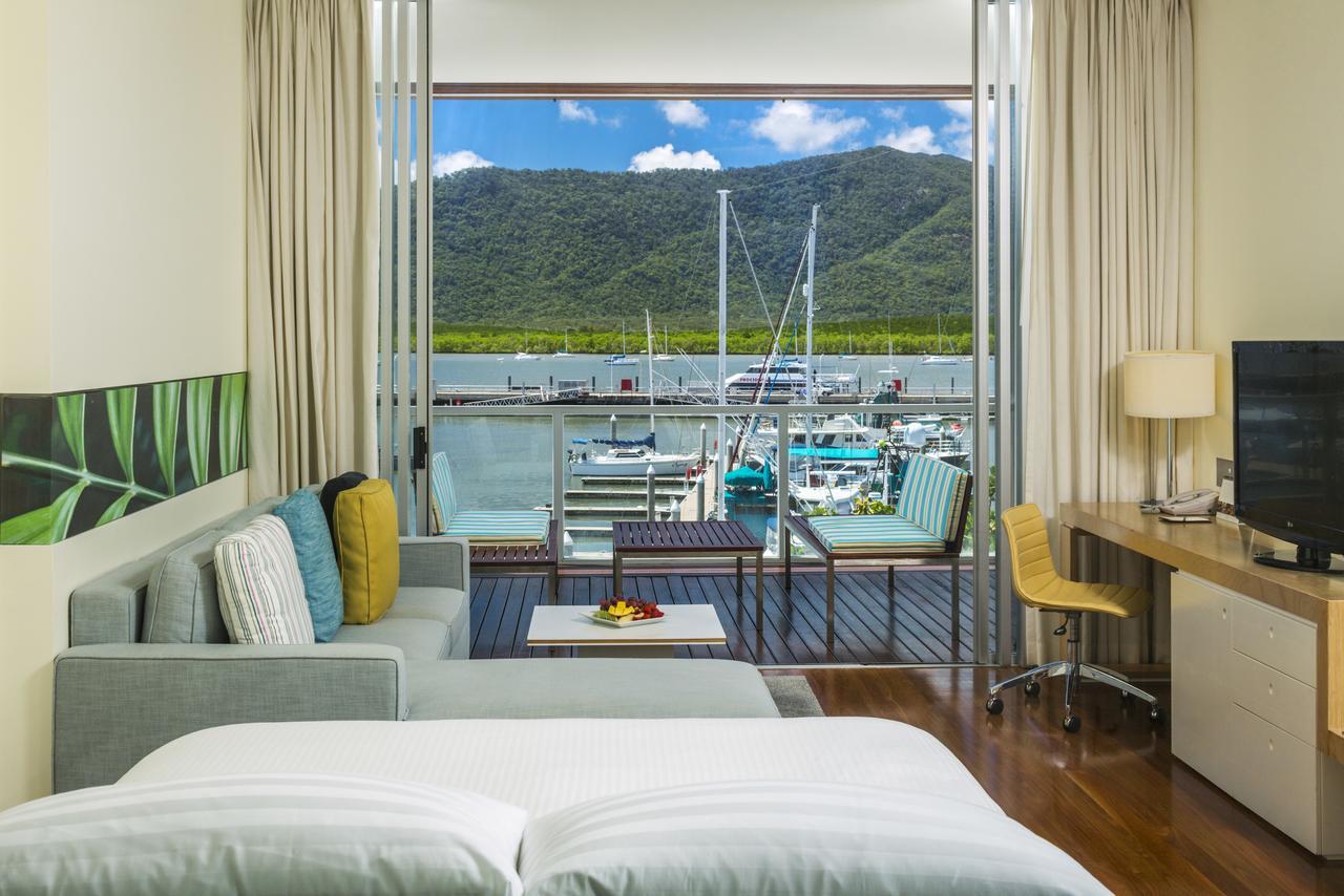 Lounge at Shangri-La Hotel The Marina
