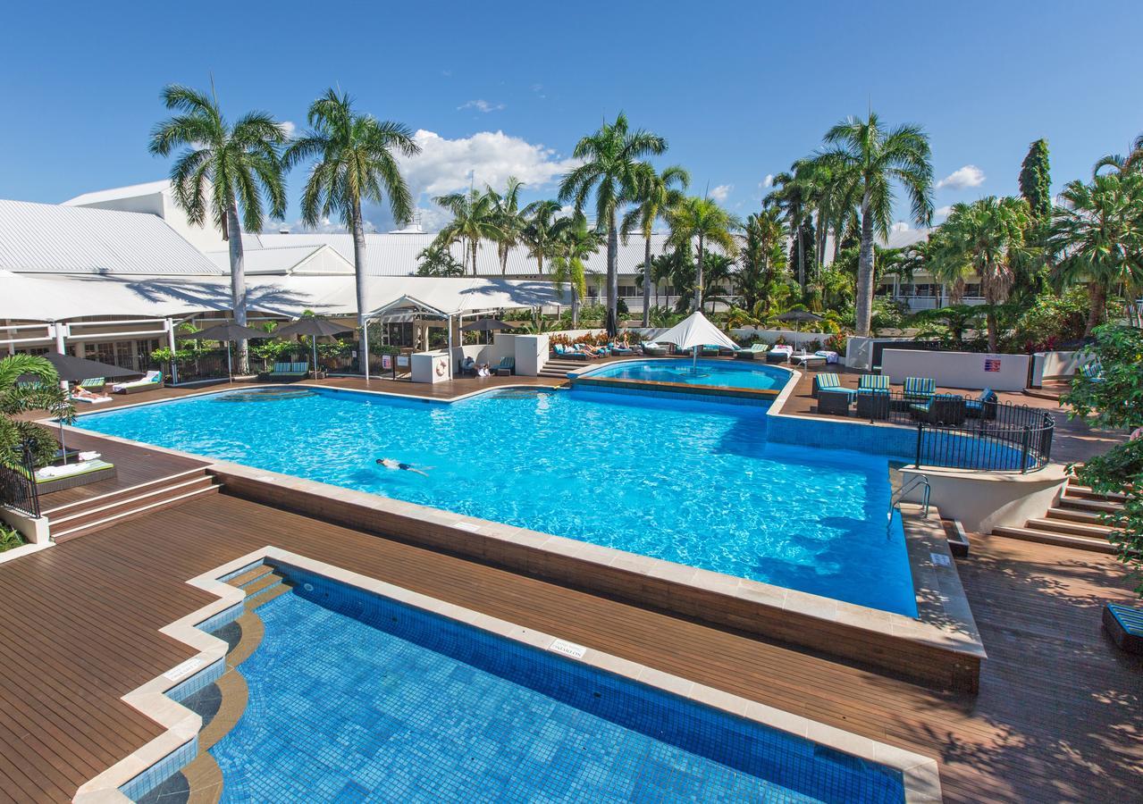 Pool at Shangri-La Hotel The Marina