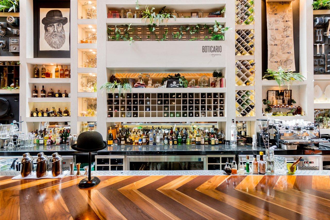 Bar at the Click Clack Hotel in Bogota