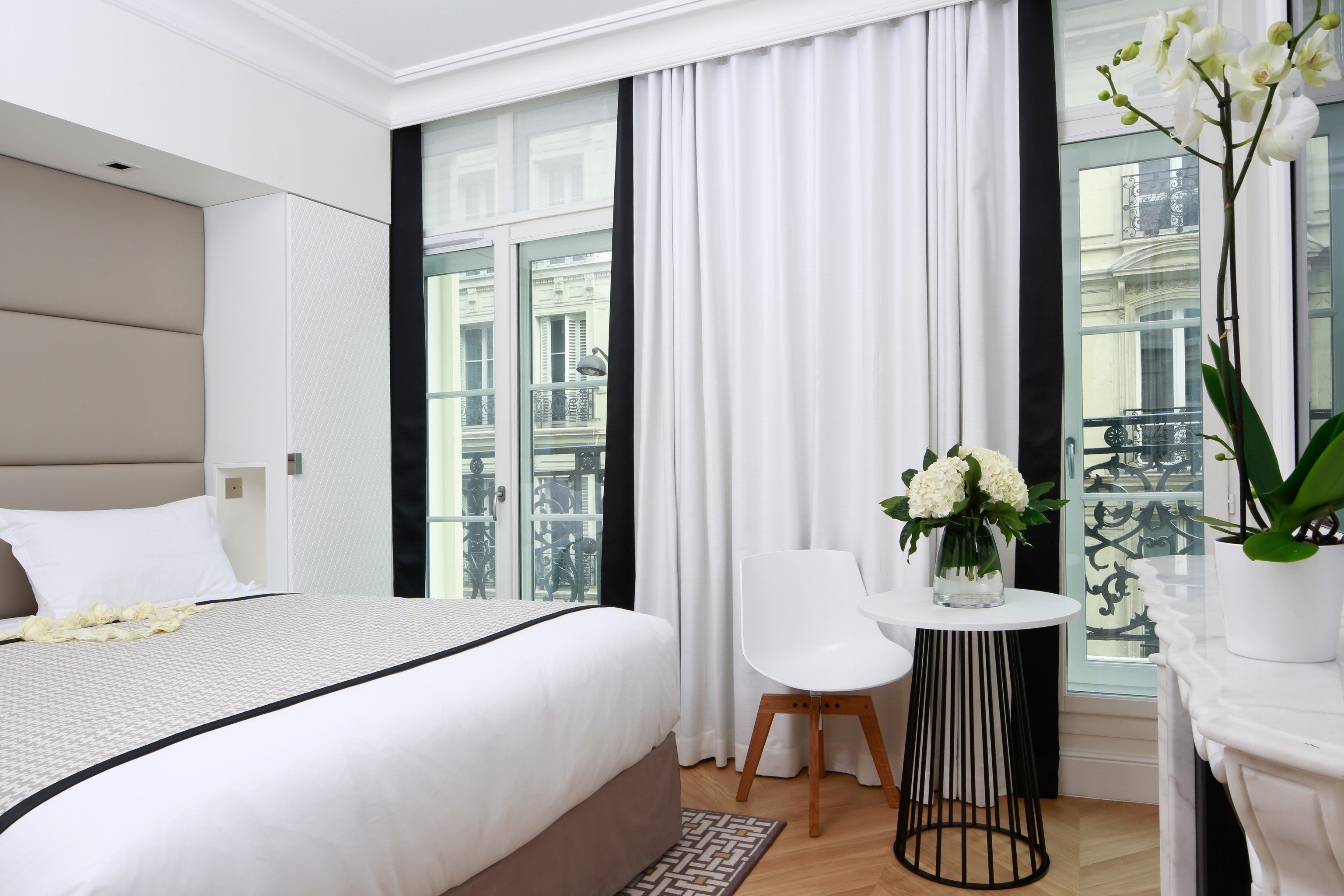Bedroom City Hip Living Modern Trip Ideas indoor bed floor window room property interior design hotel curtain home Suite window covering window treatment textile real estate estate cottage apartment furniture decorated