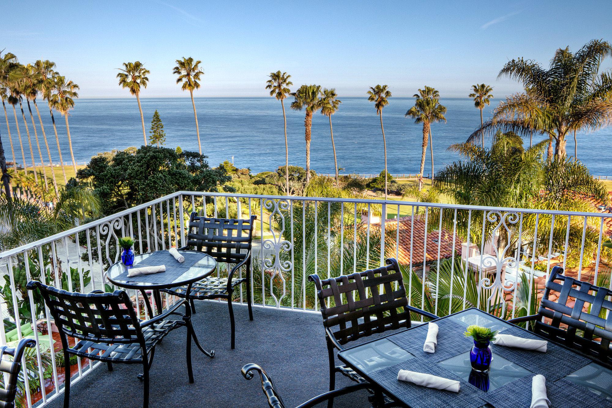 Balcony Dining Drink Eat Elegant Hotels Luxury Ocean Scenic views Terrace Tropical sky Fence outdoor leisure estate Deck park backyard real estate Resort porch walkway overlooking
