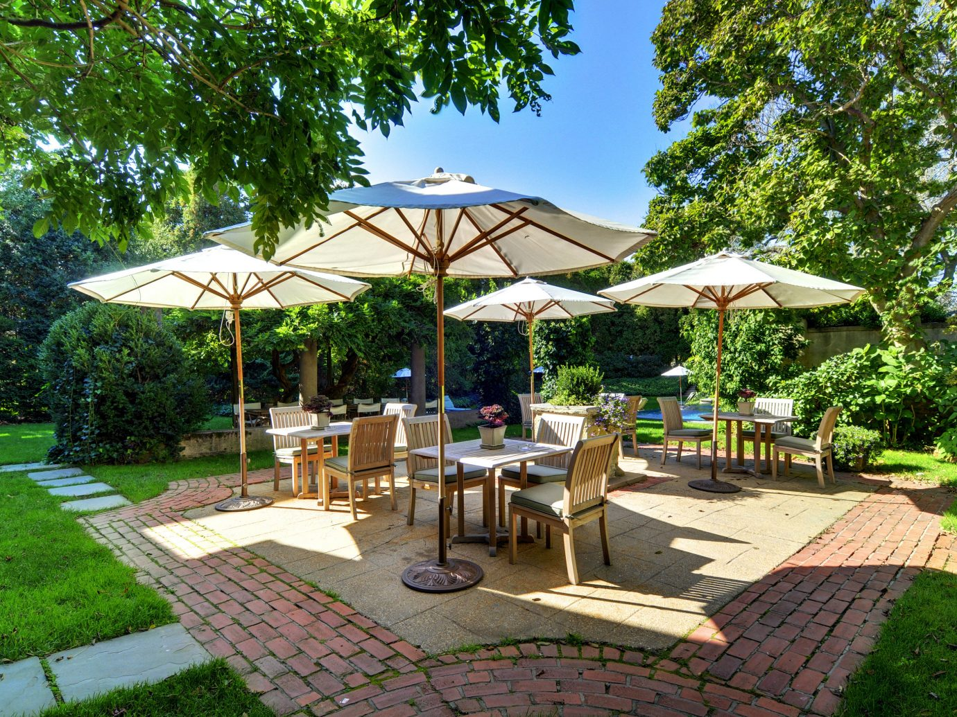 B&B Dining Elegant Historic Inn Patio Romantic Wellness tree outdoor grass ground leisure property Resort lawn estate backyard gazebo Villa outdoor structure real estate Garden eco hotel pavilion cottage yard swimming pool area shade several