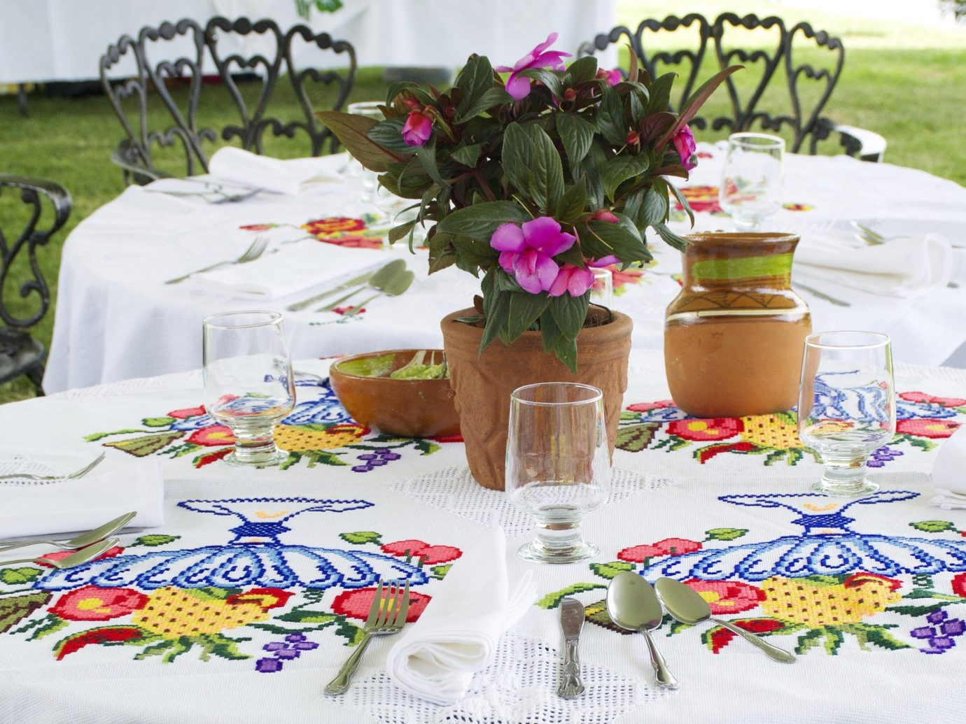 Jetsetter Guides table tablecloth flower flower arranging centrepiece floristry Party floral design event textile meal material set plant dining table