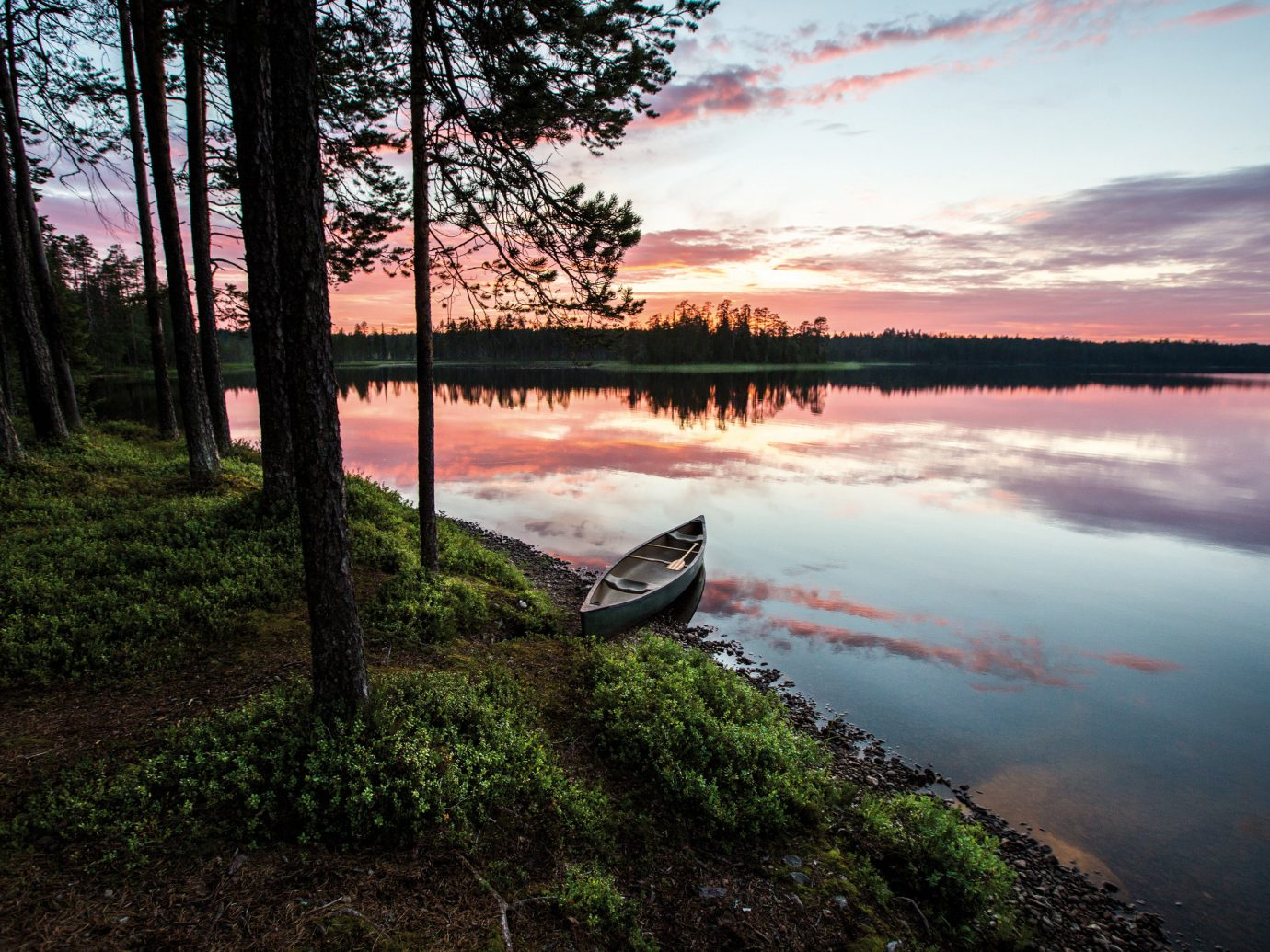 Travel Tips outdoor tree sky habitat Nature reflection atmospheric phenomenon wilderness water Lake River morning cloud Sunset shore sunrise loch dawn landscape evening dusk Sea reservoir wetland