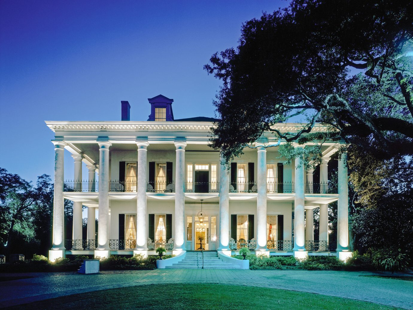 Trip Ideas tree estate building outdoor property mansion home house real estate Architecture lighting classical architecture Villa residential area historic house facade official residence elevation plantation landscape lighting mixed use manor house sky corporate headquarters window government building