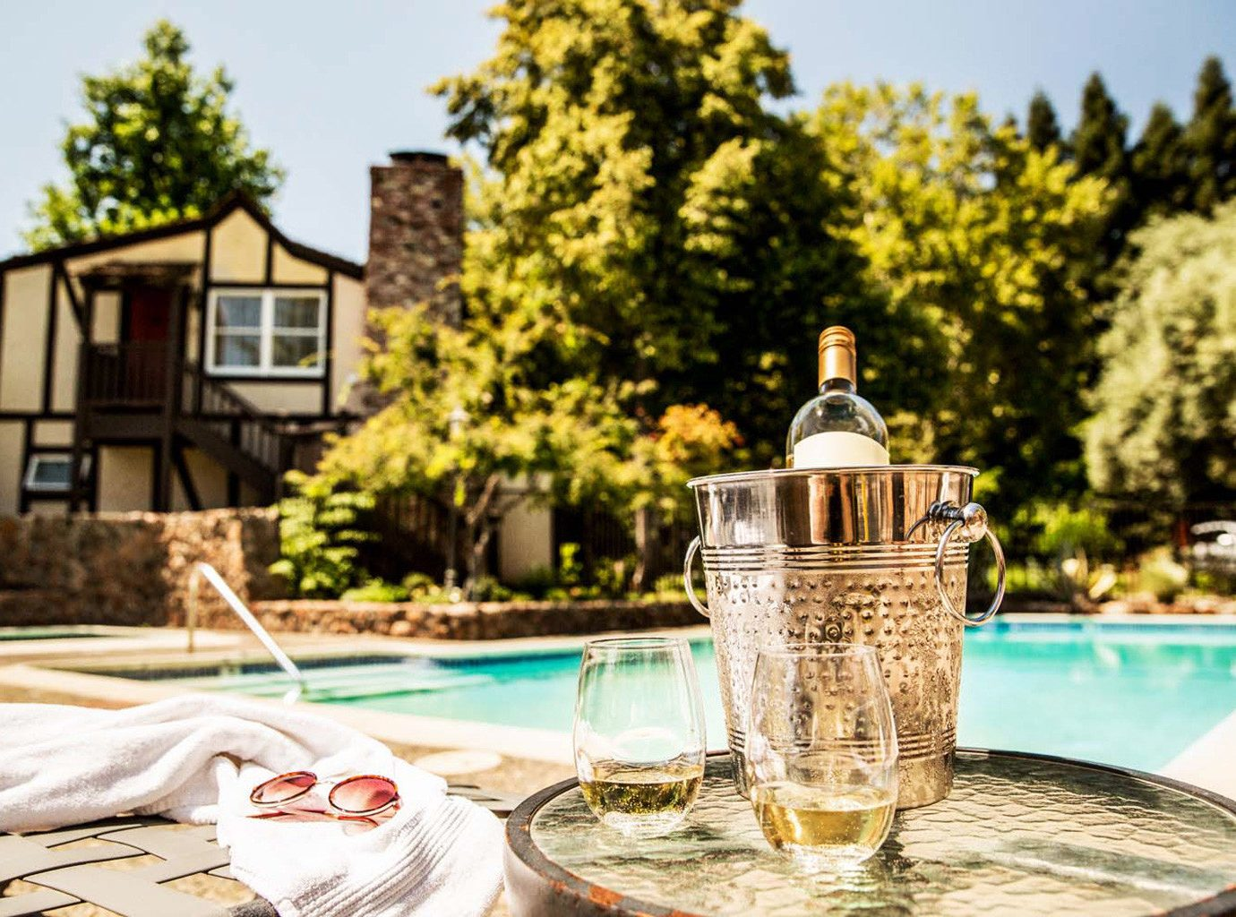 Drink Exterior Inn Patio Pool Romantic tree table home estate lighting meal restaurant cottage backyard