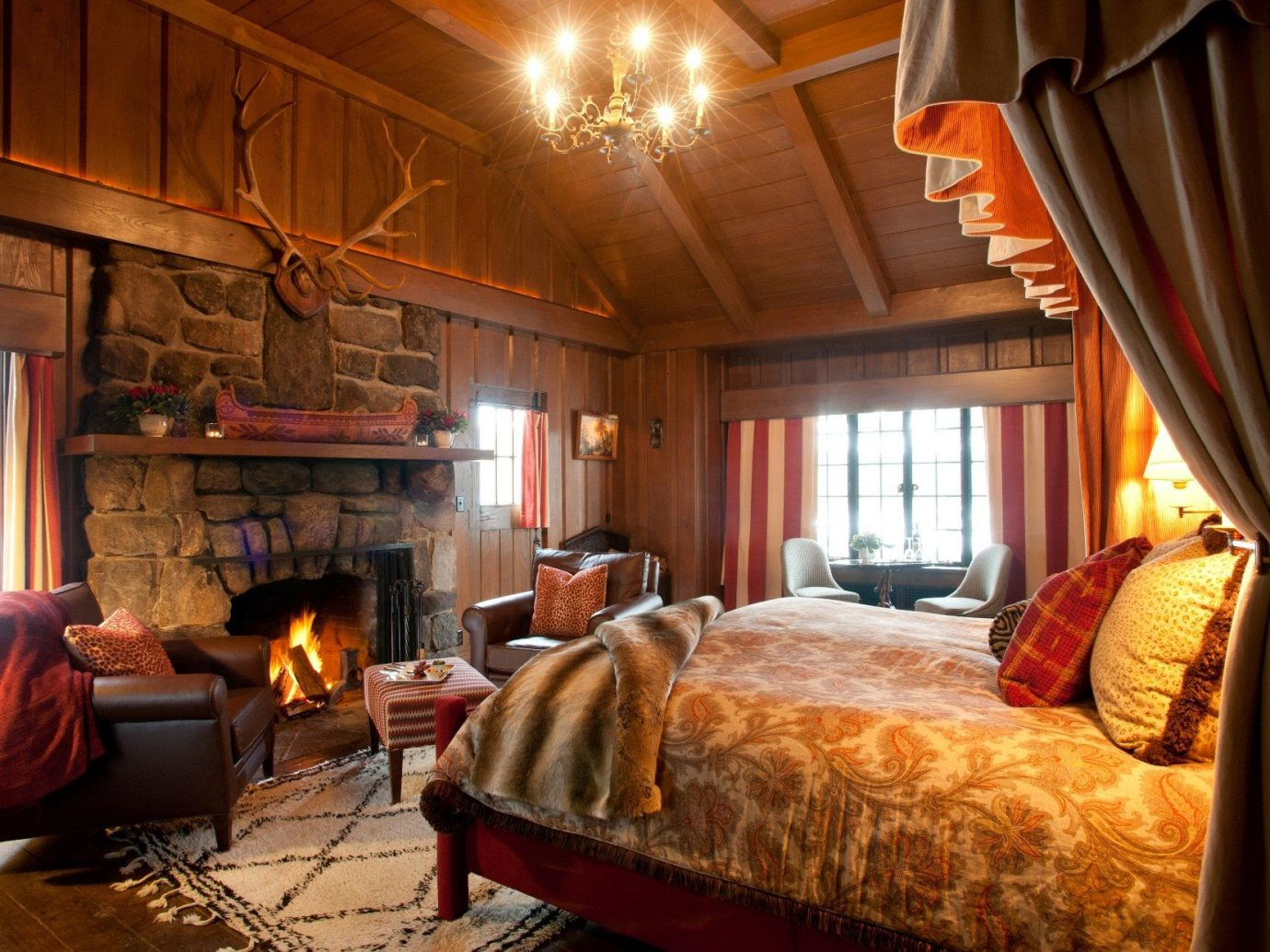 bed Bedroom Cabin cozy extravagant fire Fireplace interior Lodge log cabin Luxury Rustic Trip Ideas warm indoor room ceiling property Living building estate cottage home interior design living room Suite real estate farmhouse Villa furniture