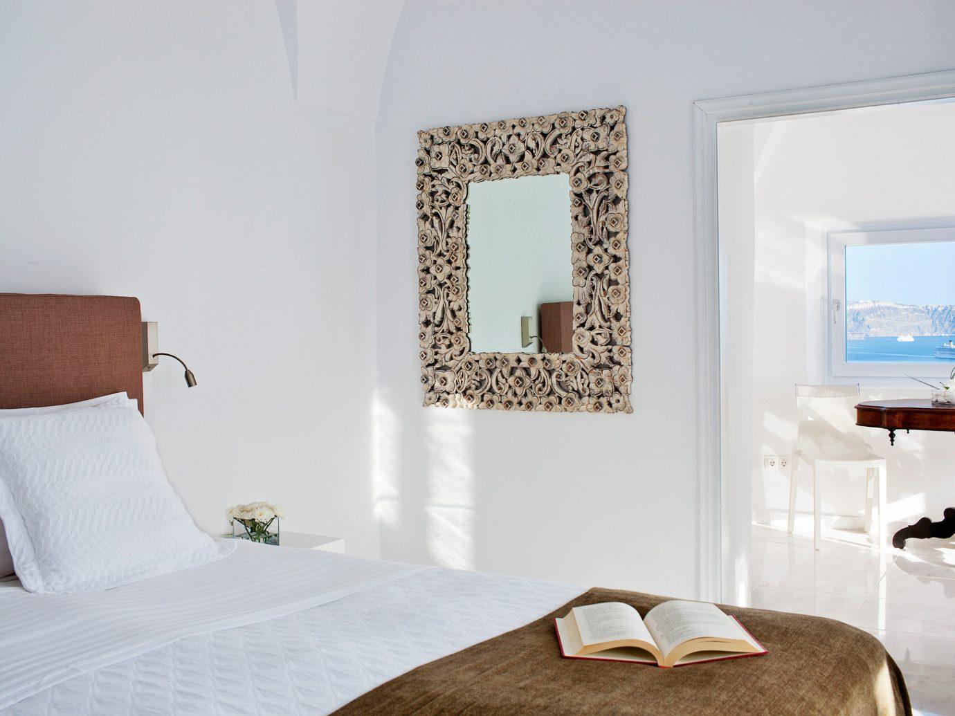 Bedroom Elegant Historic Honeymoon Hotels Scenic views Waterfront indoor wall bed room property pillow Suite scene interior design floor hotel furniture home living room Design cottage bed sheet apartment