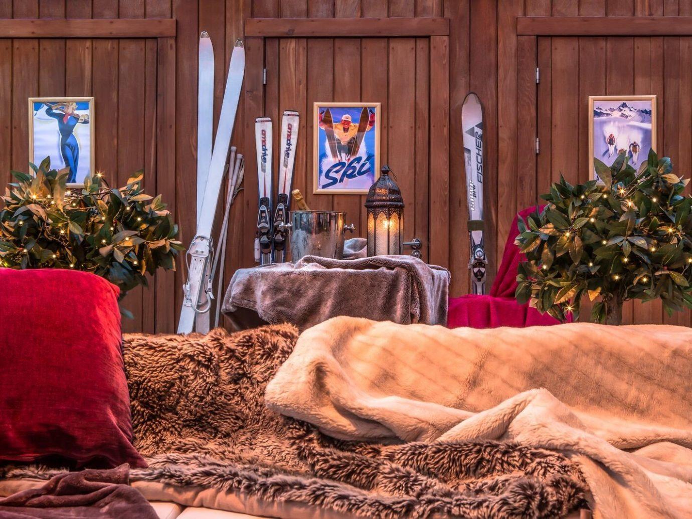 Food + Drink indoor home wood backyard living room sofa seat bedclothes