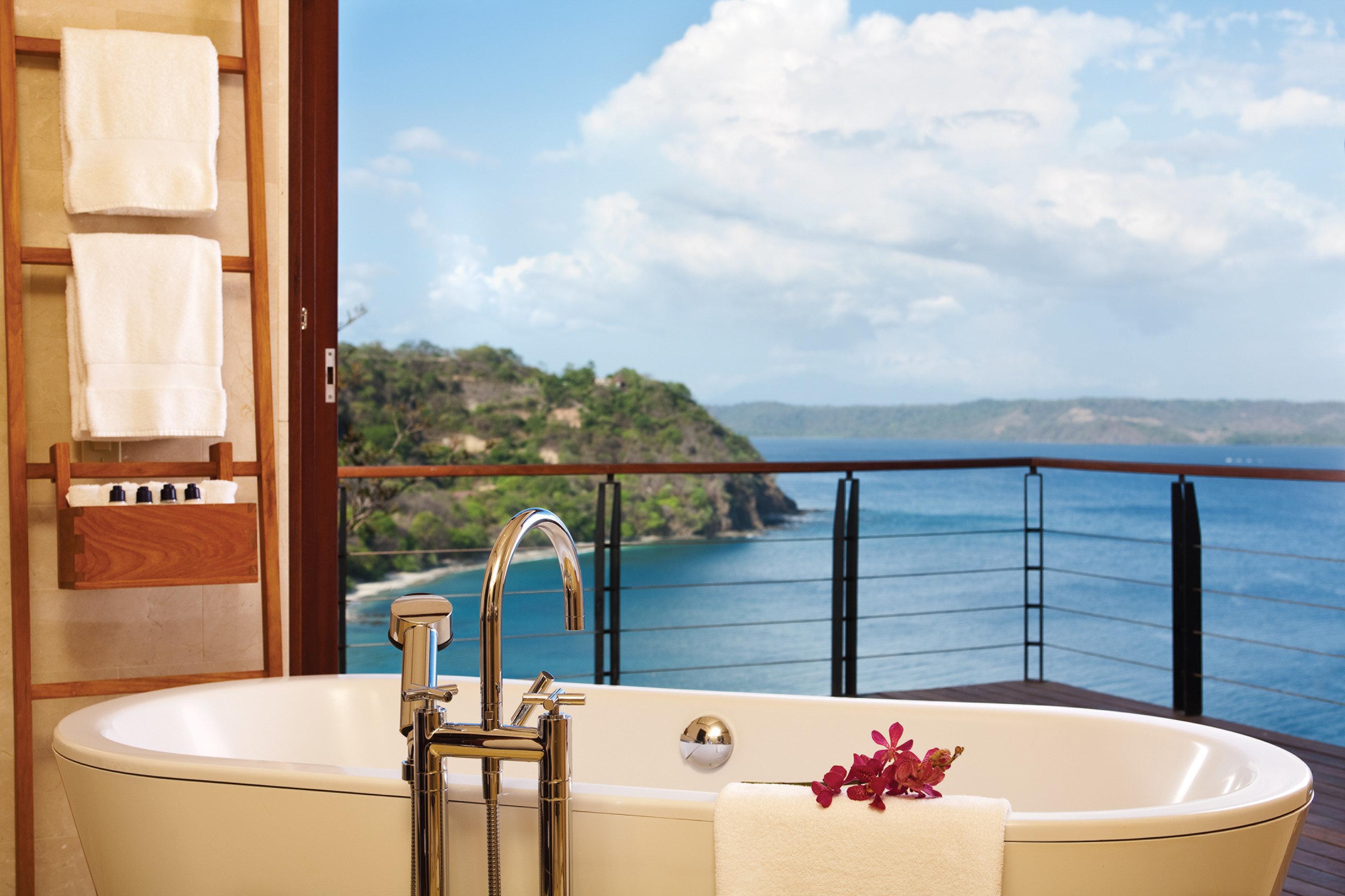 Balcony Bar Elegant Hotels Luxury Ocean Scenic views sky swimming pool room property vacation estate home bathtub jacuzzi interior design apartment Suite tub