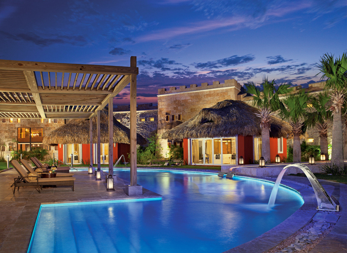 All-inclusive All-Inclusive Resorts caribbean Lounge Luxury Modern Pool building outdoor swimming pool property leisure Resort estate vacation house Villa home mansion real estate hacienda blue swimming