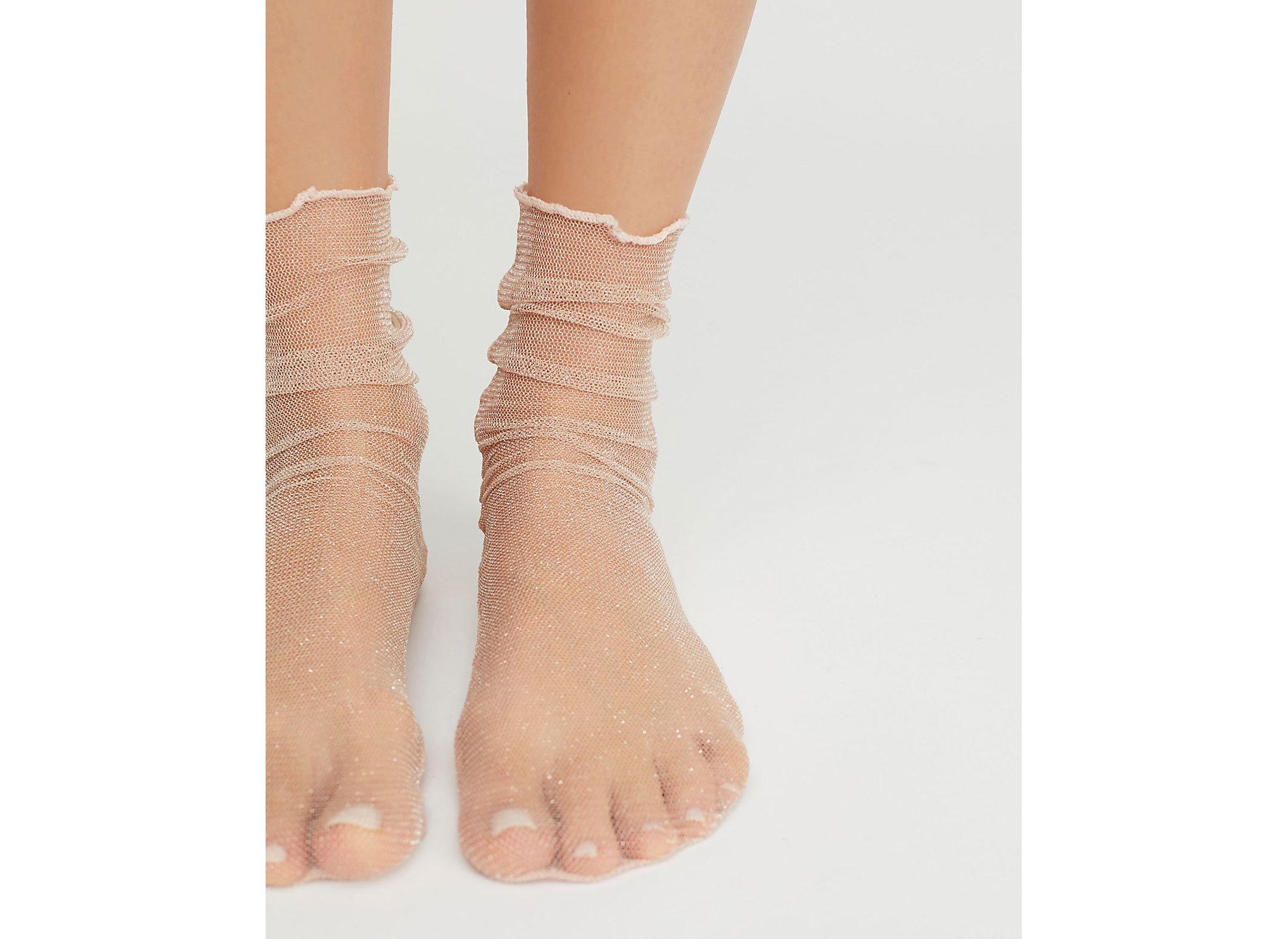 Travel Shop Travel Trends joint human leg ankle leg foot bandage arm hand toe finger barefoot shoe beige accessory