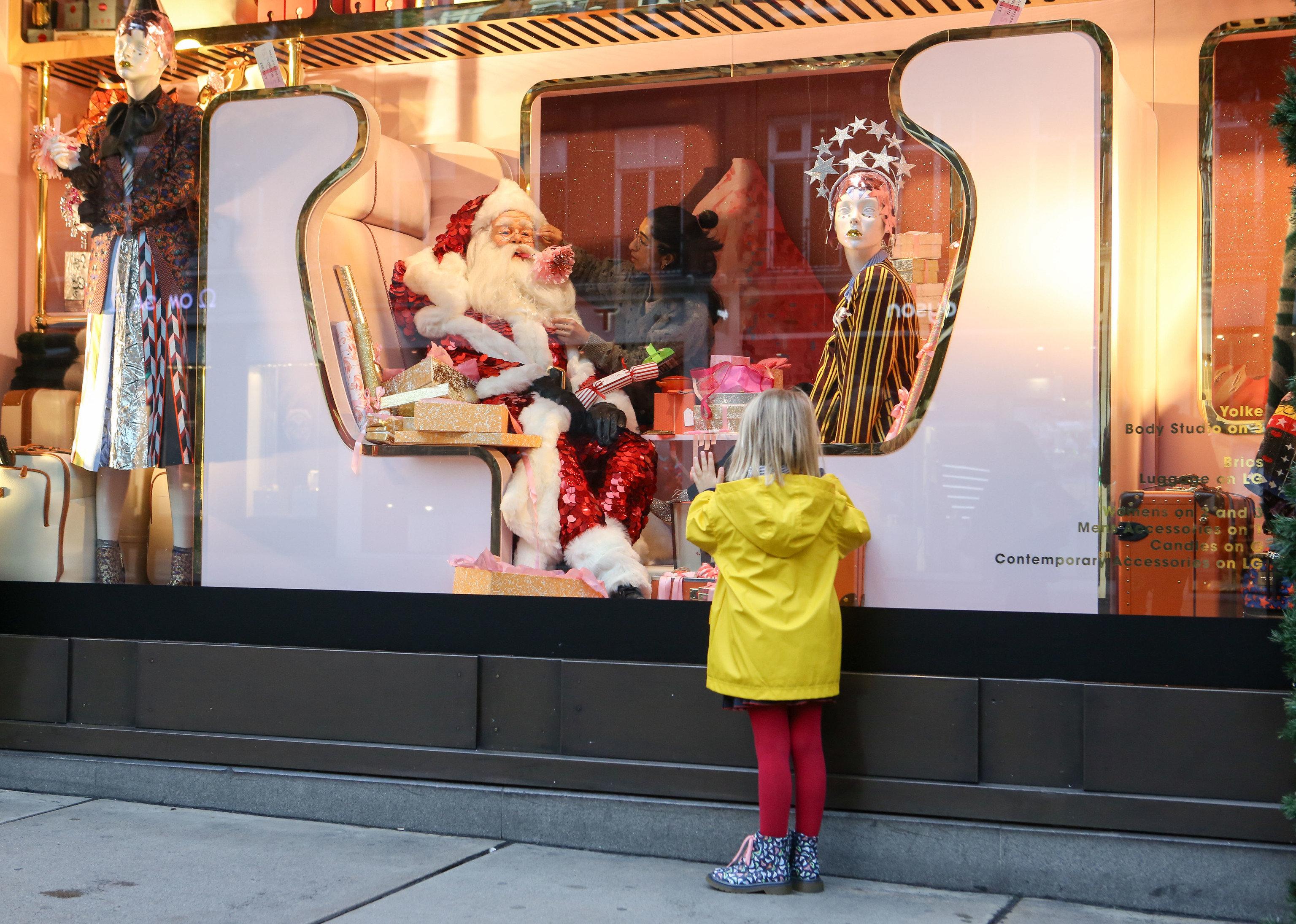 Trip Ideas display window art street retail shopping tourist attraction
