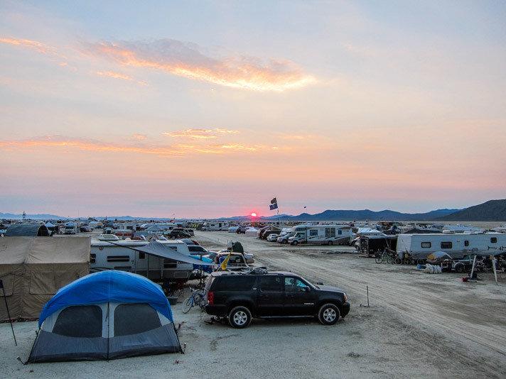 Style + Design sky outdoor Beach car Sea horizon Coast Sunset vehicle Ocean dusk morning evening parked dawn bay sand sandy shore