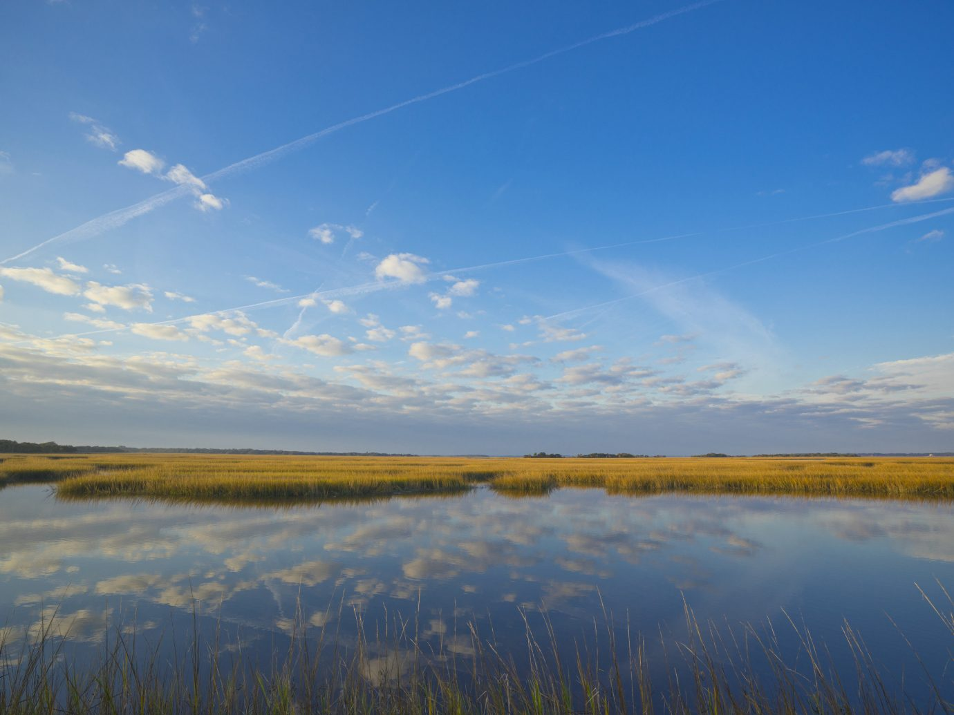 Beach sky outdoor habitat water Nature horizon natural environment atmospheric phenomenon reflection grassland cloud plain ecosystem marsh wetland prairie Lake shore morning dawn mountain sunrise field River steppe loch grass family landscape meadow sunlight reservoir dusk tundra Sea pond clouds land day