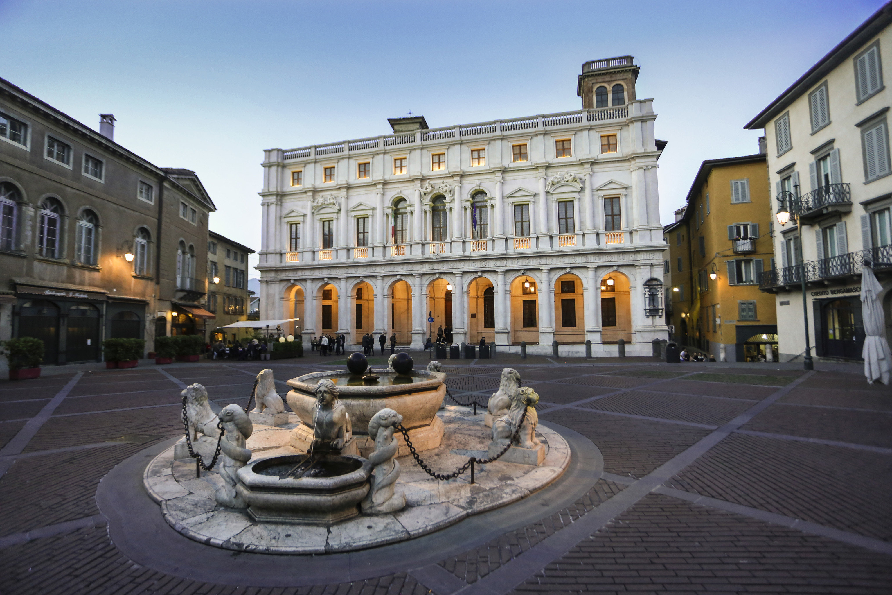 Arts + Culture Italy Milan Trip Ideas town square Town landmark plaza mixed use City building neighbourhood Downtown facade street real estate metropolis classical architecture estate palace