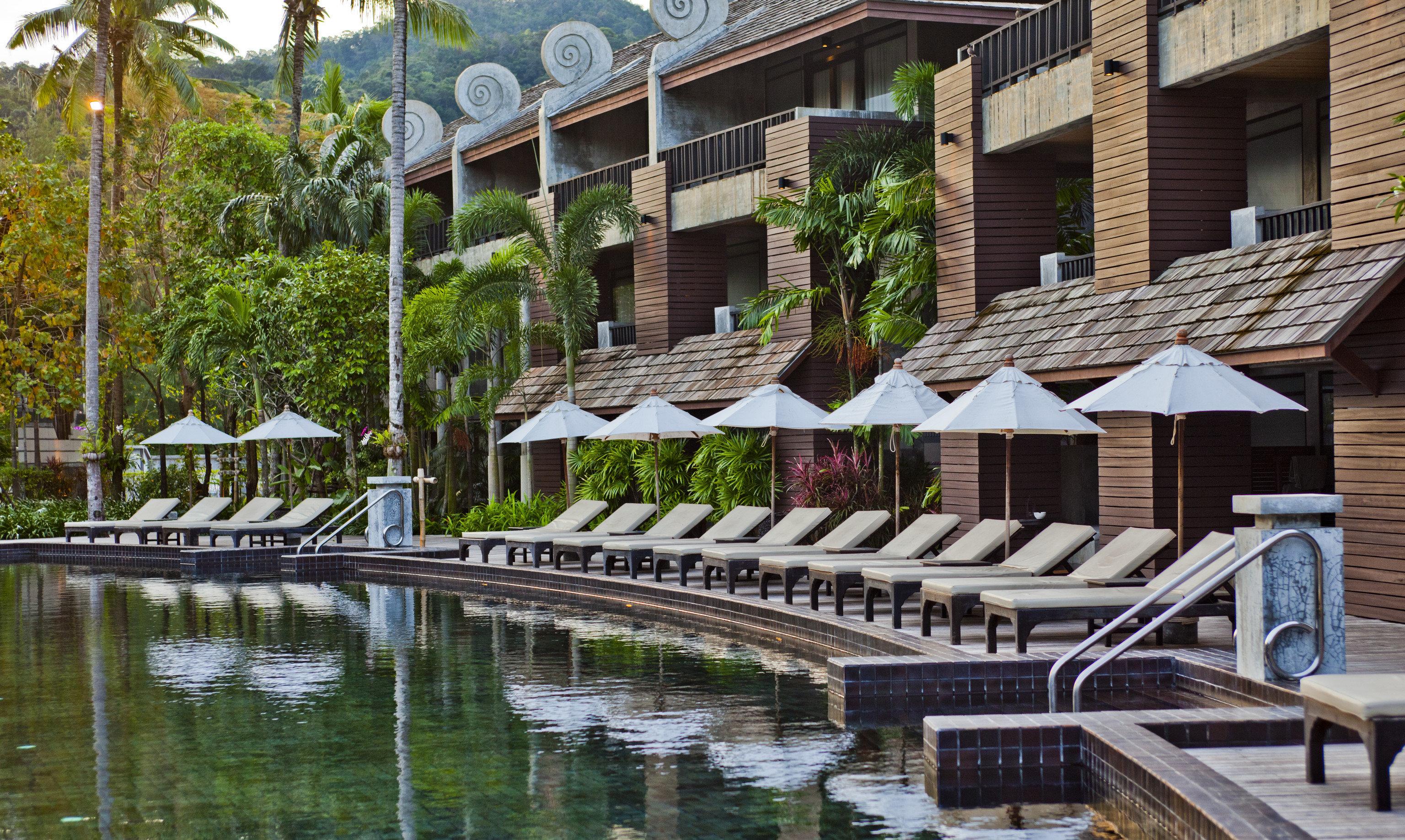 Jetsetter Guides outdoor building tree estate condominium Resort walkway residential area waterway dock several