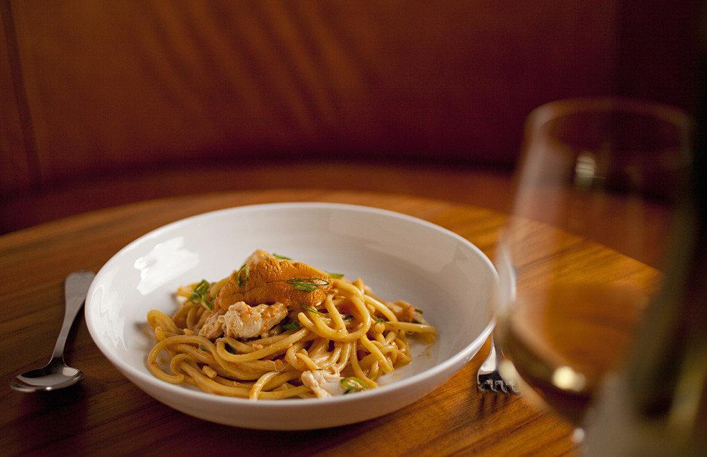 table food plate indoor dish cuisine spaghetti meal italian food produce carbonara pasta