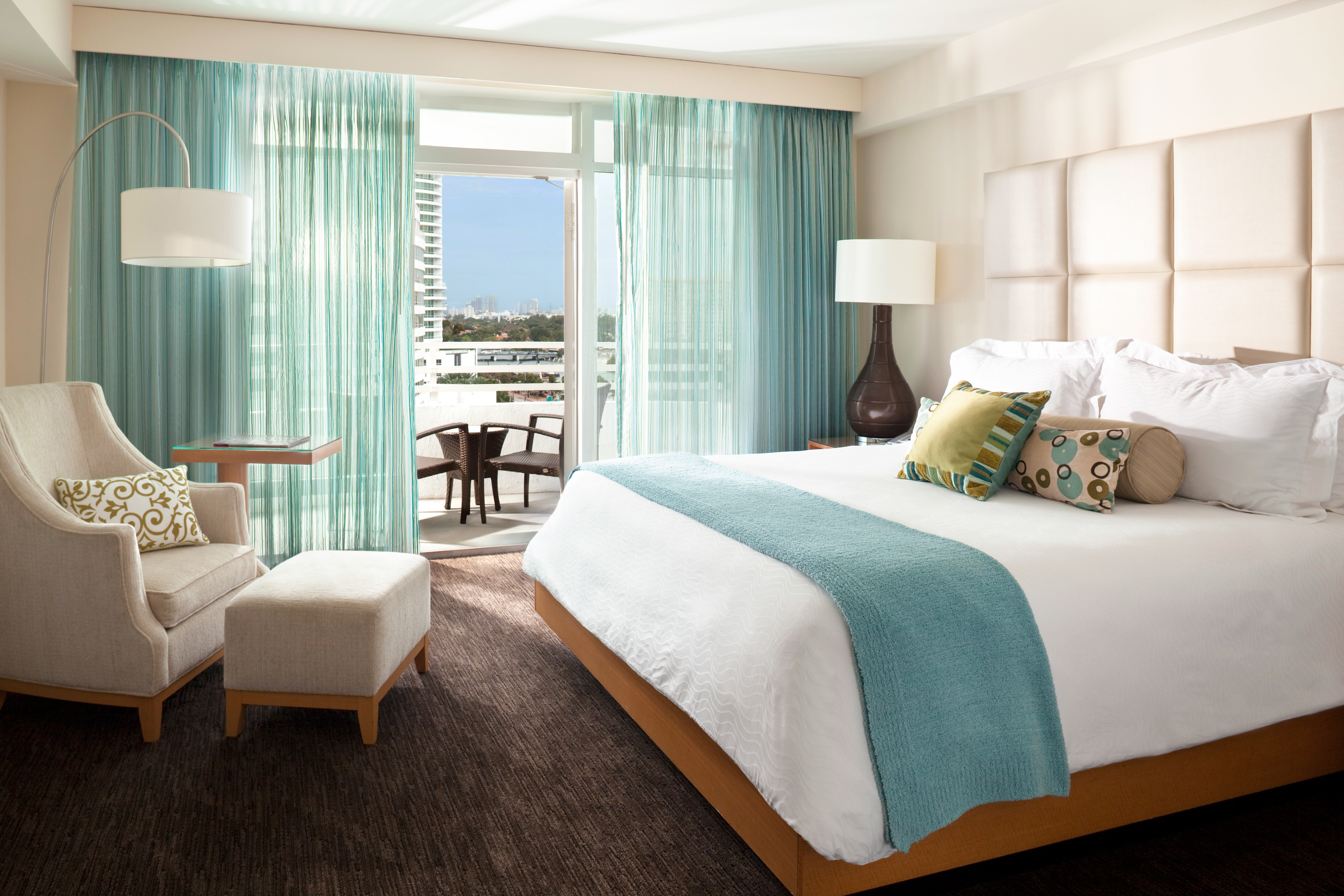 Balcony Bedroom City Classic Hotels Living Luxury Miami Miami Beach Resort Scenic views bed floor indoor wall hotel room window property ceiling Suite interior design living room home furniture bed sheet estate real estate nice cottage textile pillow lamp decorated
