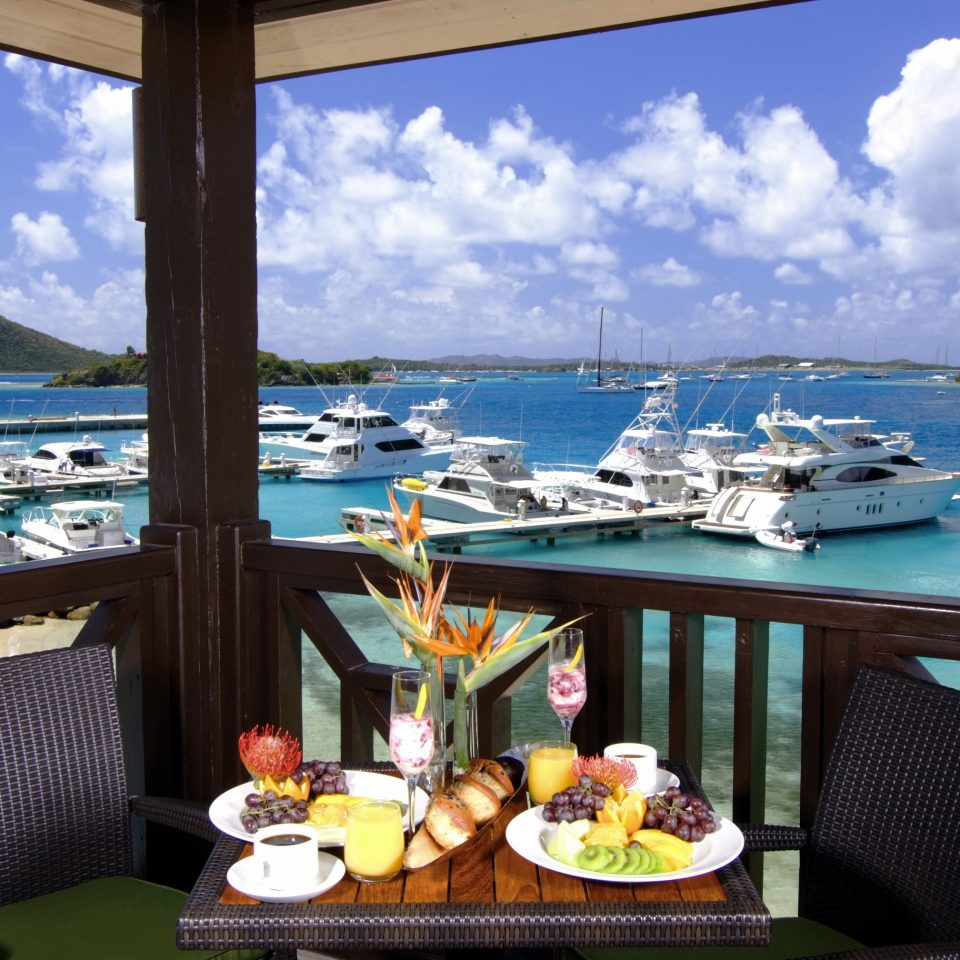 restaurant breakfast with view of docked boats