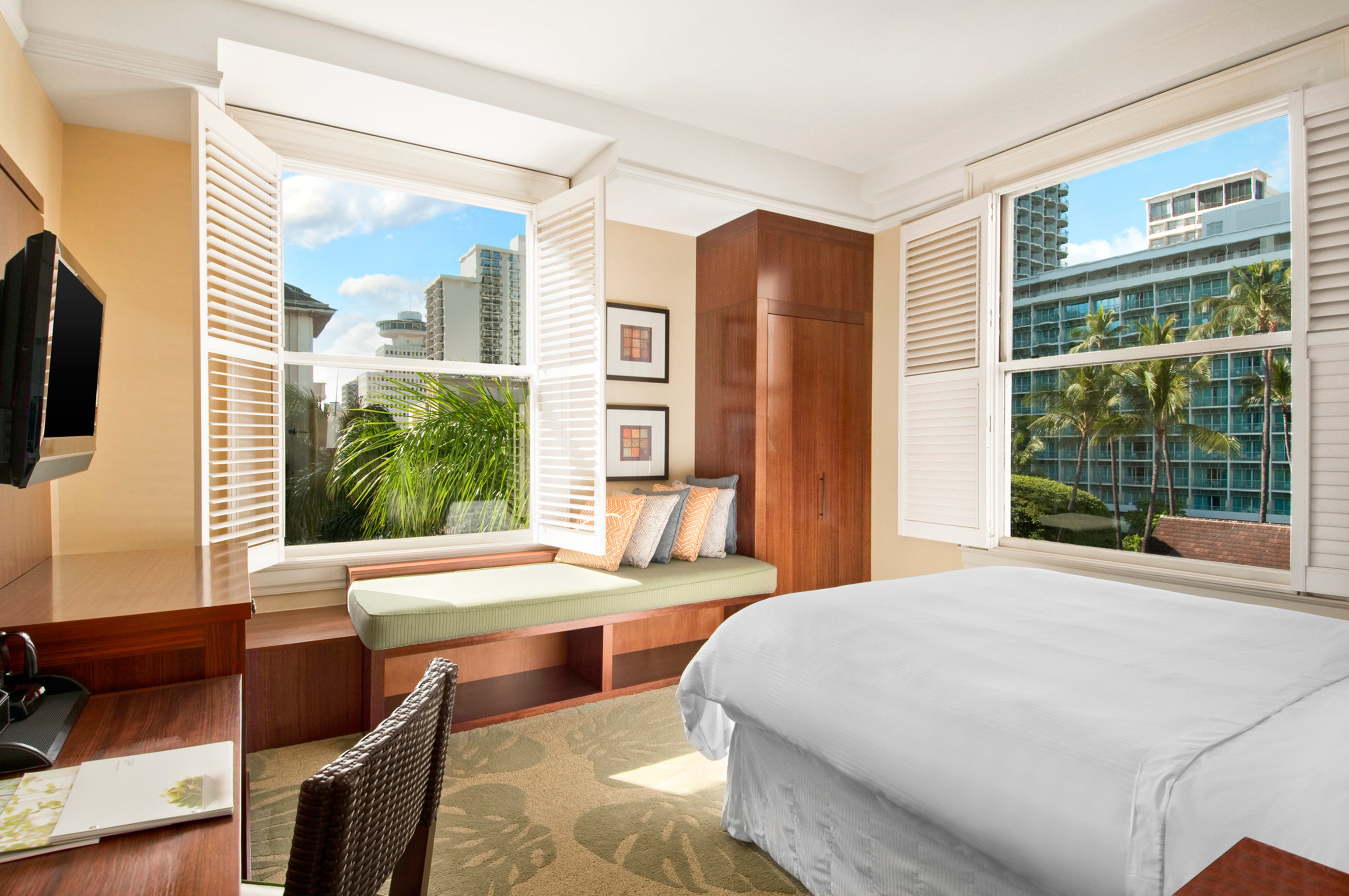 Bedroom Boutique Hotels Classic Hawaii Honolulu Hotels Living Resort Scenic views indoor window floor room wall bed property ceiling condominium estate home real estate interior design living room Suite window covering hotel cottage apartment Villa furniture Modern decorated