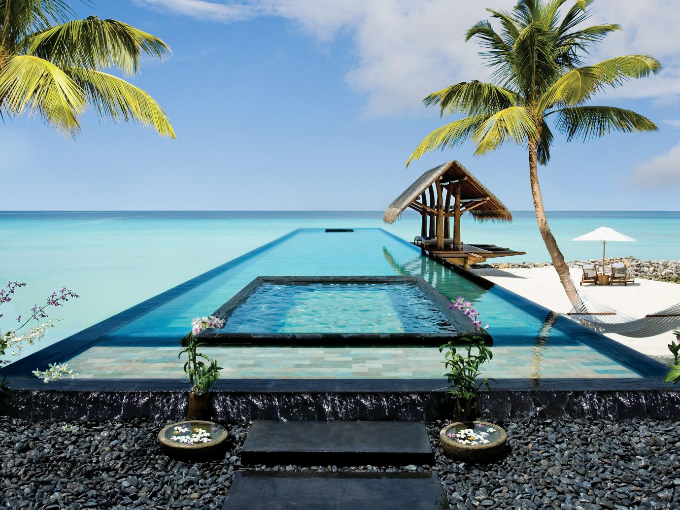 Infinity Pool And One & Only Reethi Rah In Maldives
