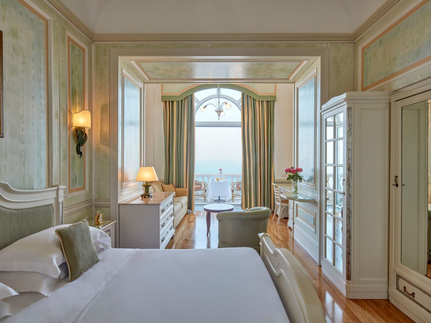Bedroom at Grand Hotel Excelsior Vittoria, Sorrento
