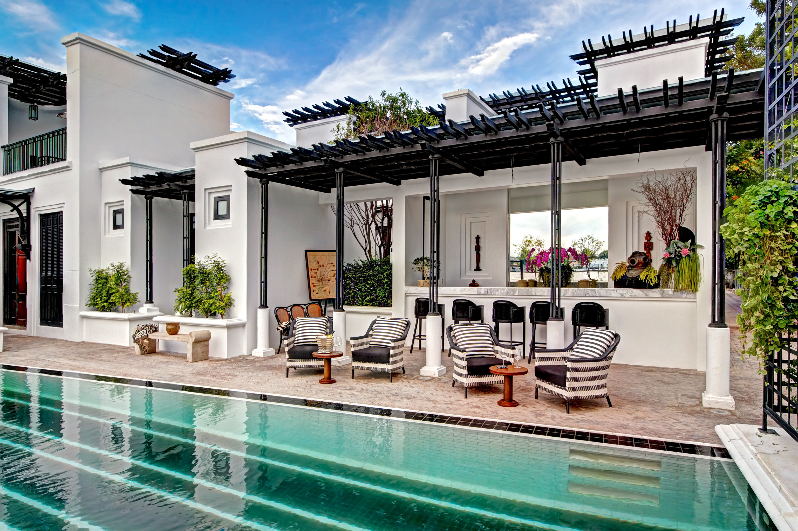 City Deck Hotels Luxury Pool Romance property condominium leisure swimming pool estate house home Villa vacation real estate interior design facade Resort mansion Design Courtyard apartment