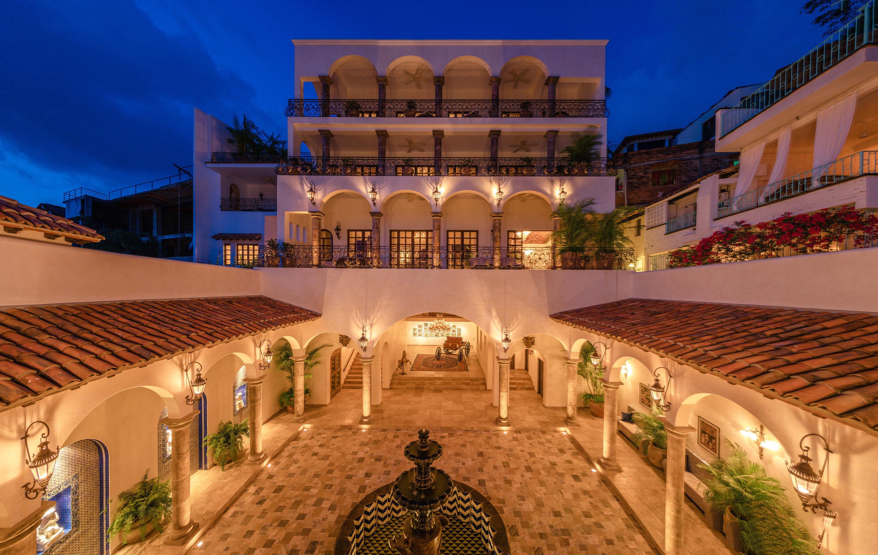 Hotels Romance building outdoor Resort estate palace plaza hacienda mansion screenshot several