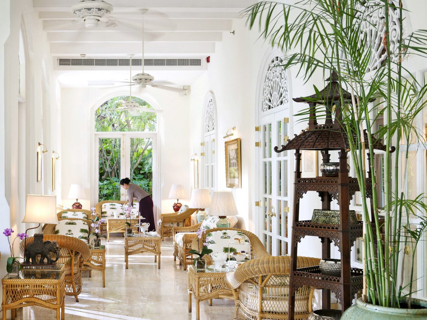 City Cultural Drink Eat Elegant Hotels Lounge Terrace Waterfront indoor dining room room property estate window plant Lobby home interior design floristry living room mansion Courtyard Design restaurant Dining condominium furniture decorated dining table several