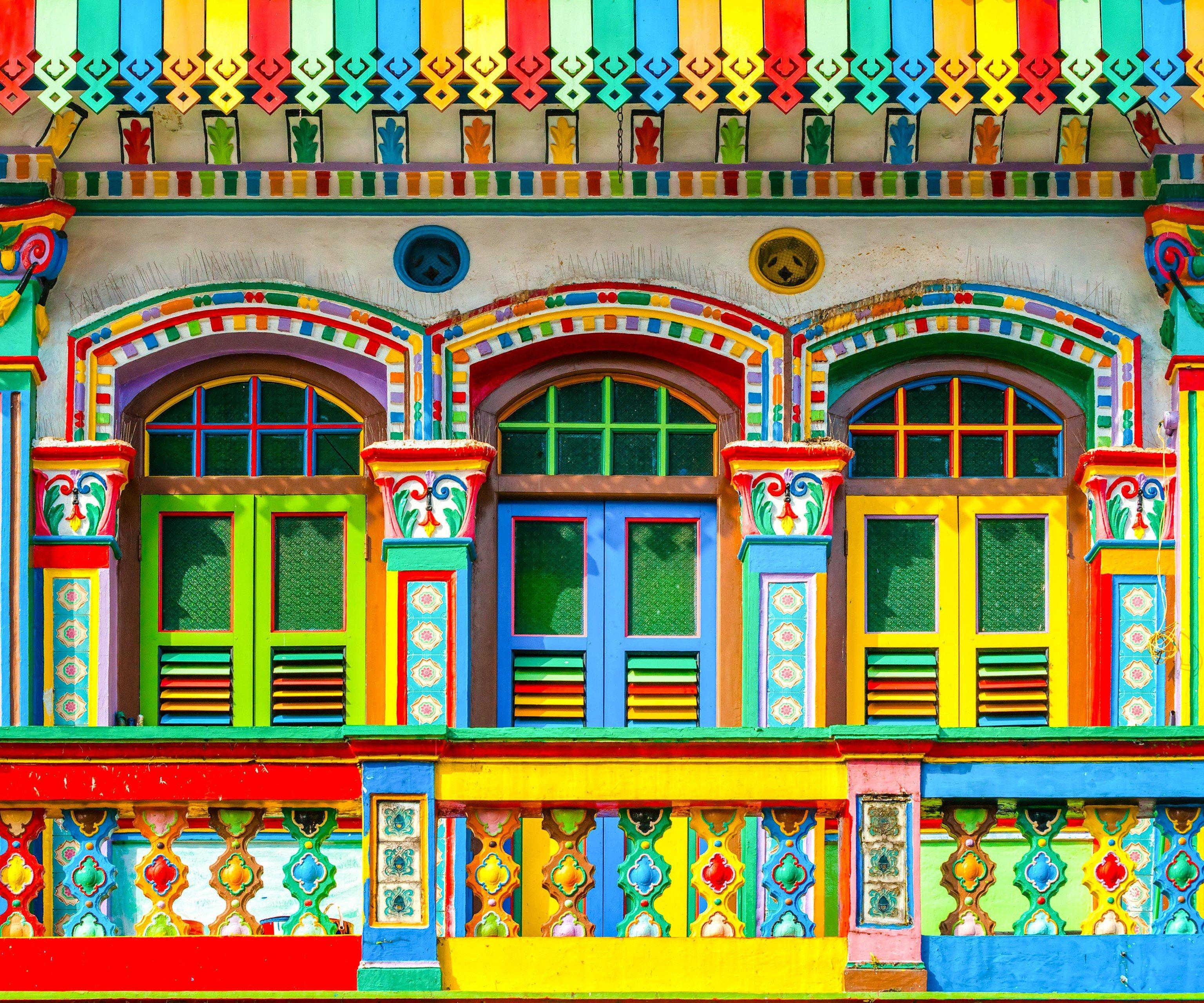 Offbeat Singapore Trip Ideas landmark window facade pattern arch synagogue