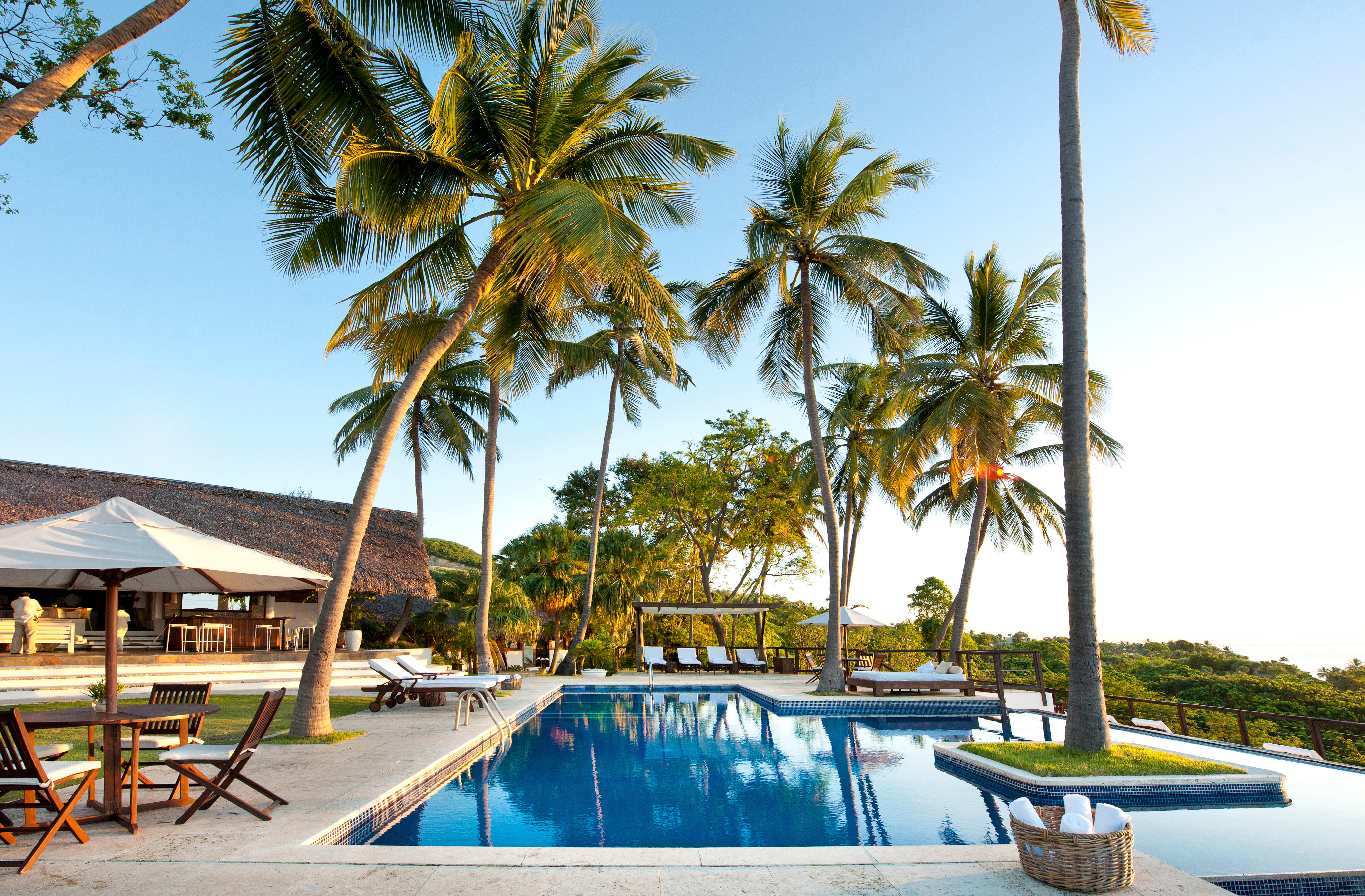 Eco Hotels Lodge Play Pool Scenic views tree sky outdoor palm Beach Resort property leisure swimming pool vacation caribbean arecales estate lined Villa real estate condominium palm family bay plant shade sandy shore