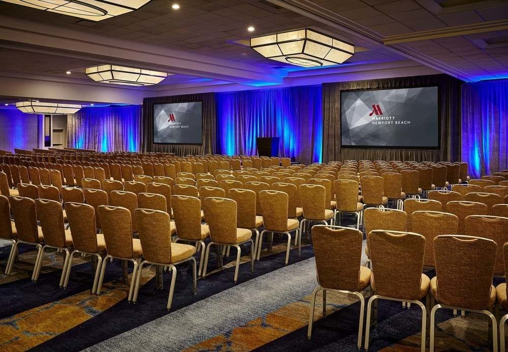 auditorium function hall conference hall stage convention convention center ballroom audience theatre academic conference meeting