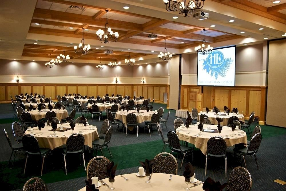 chair function hall conference hall auditorium scene banquet meeting convention seminar convention center ballroom event academic conference