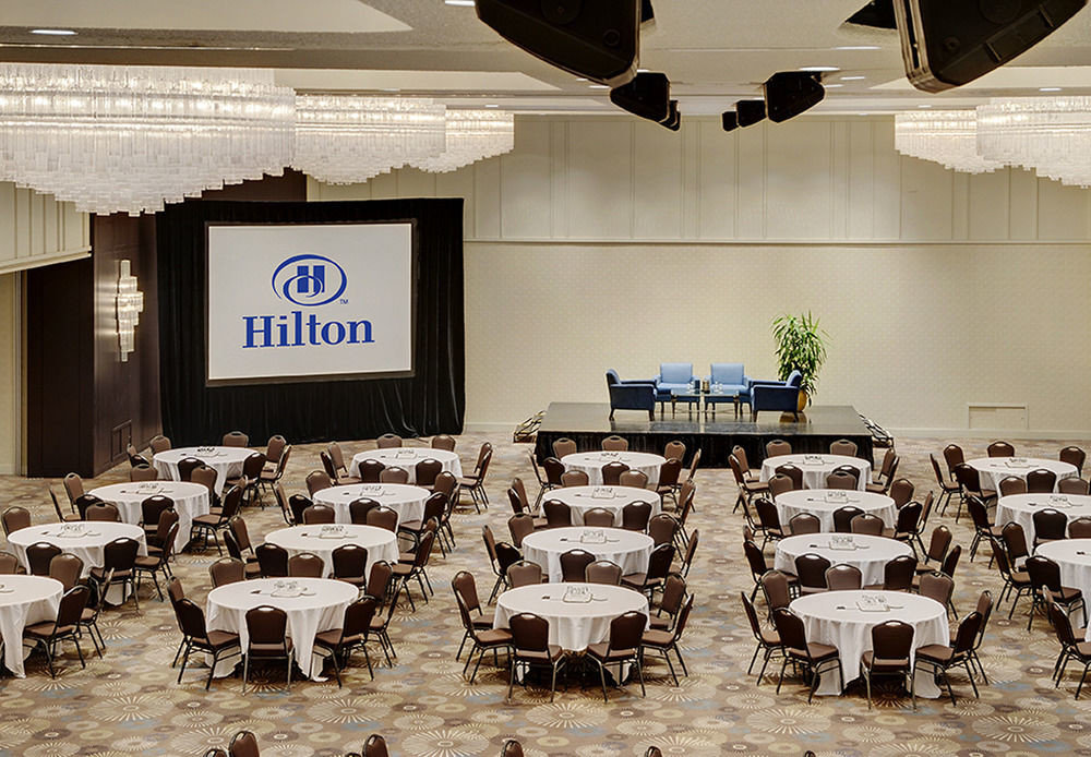 auditorium function hall scene academic conference convention banquet conference hall meeting seminar ballroom conference room