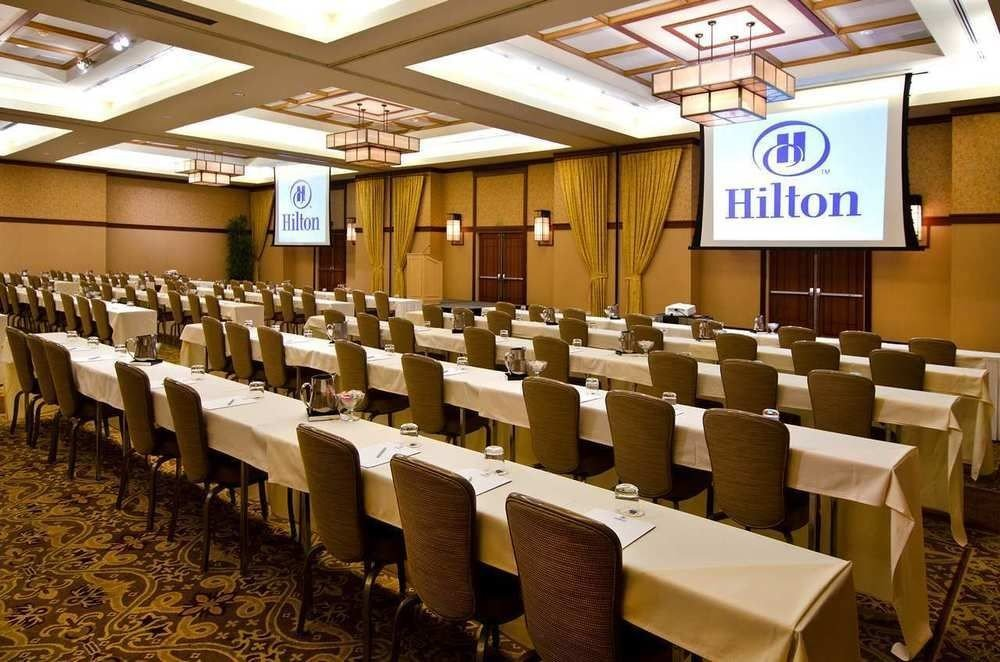 auditorium conference hall function hall classroom convention center convention meeting academic conference long line