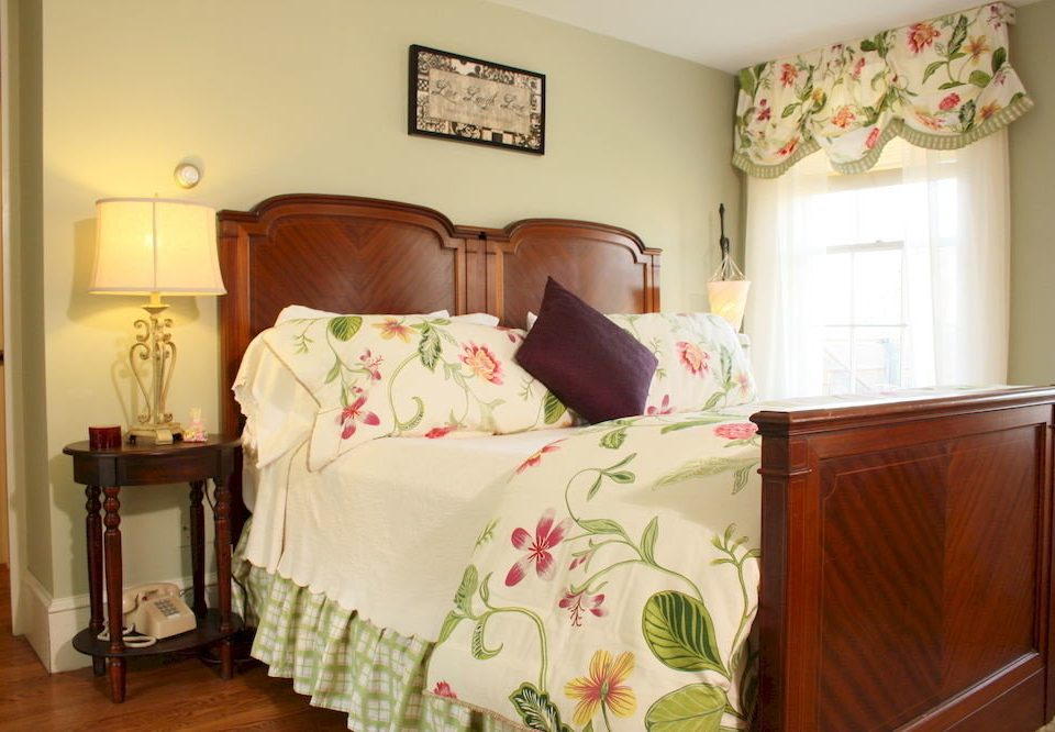 Adult-only B&B Bedroom Historic Inn property cottage bed sheet Suite