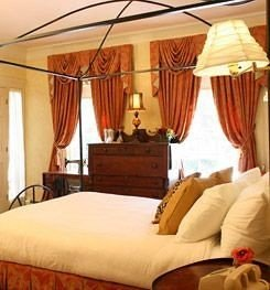 Adult-only B&B Bedroom Historic Inn four poster cottage bed sheet