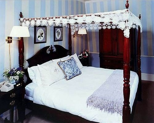 Adult-only B&B Bedroom Historic Inn bed sheet four poster textile cottage