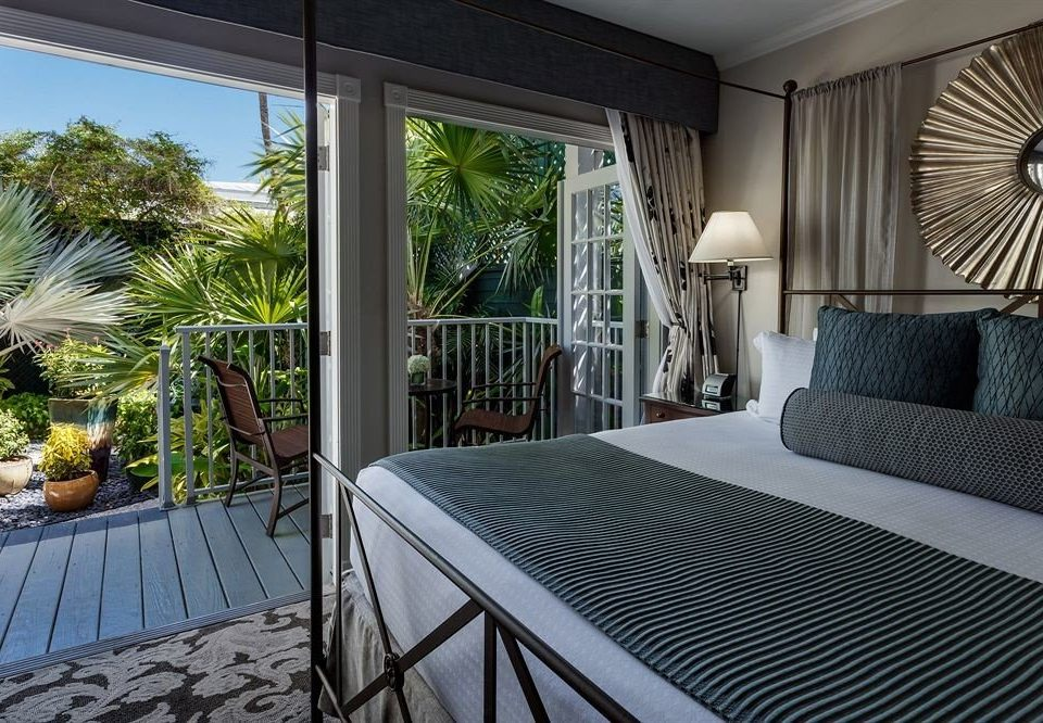 Adult-only B&B Bedroom property house home condominium Villa cottage Resort porch mansion Suite