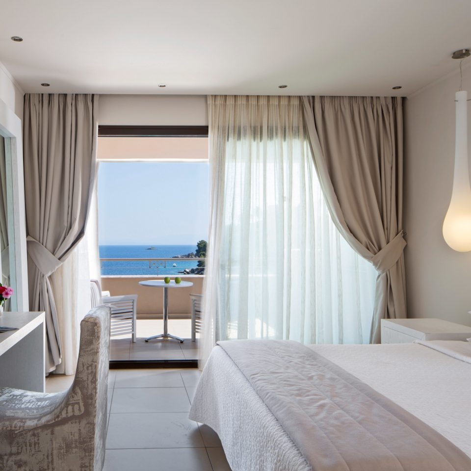 Adult-only Balcony Bedroom Classic Cultural Honeymoon Romance Scenic views Waterfront property Suite cottage condominium