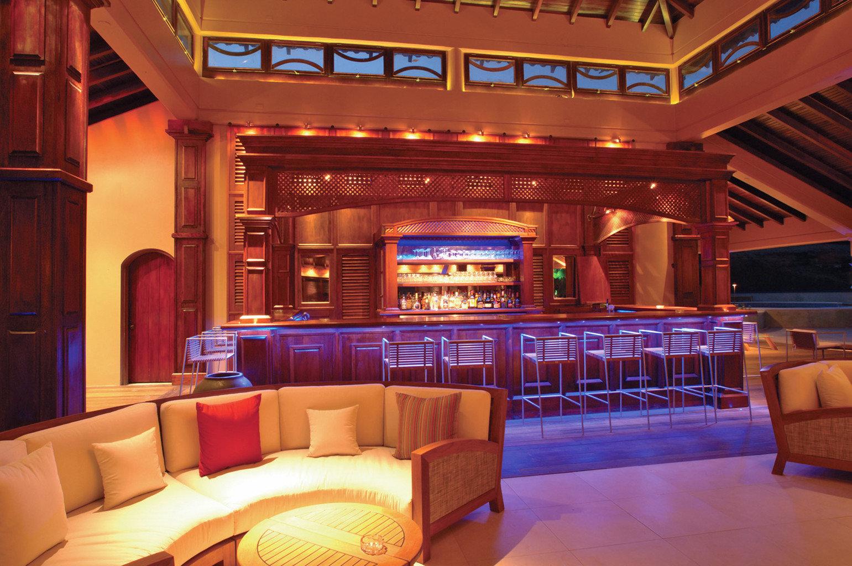Adult-only Bar Classic Drink Island Nightlife recreation room nightclub Resort restaurant function hall