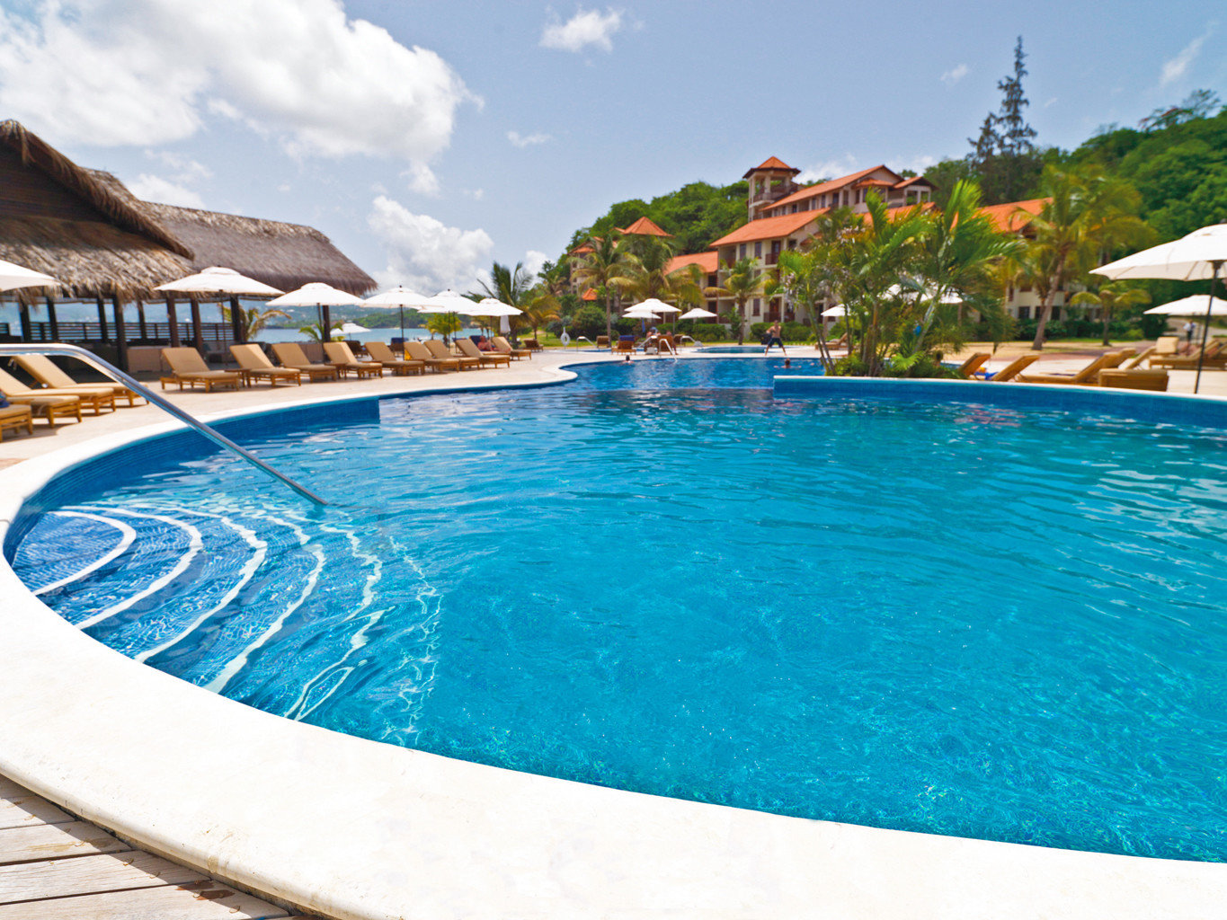 Adult-only Deck Island Pool Scenic views Waterfront sky water swimming pool property leisure Resort caribbean resort town Lagoon Sea swimming day